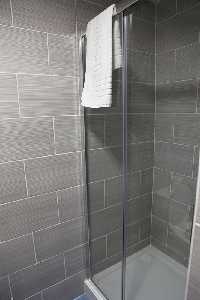 liberal house tamworth shower